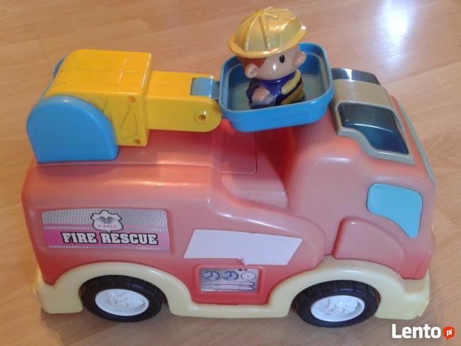 Samochód strażacki na baterie oraz strażak