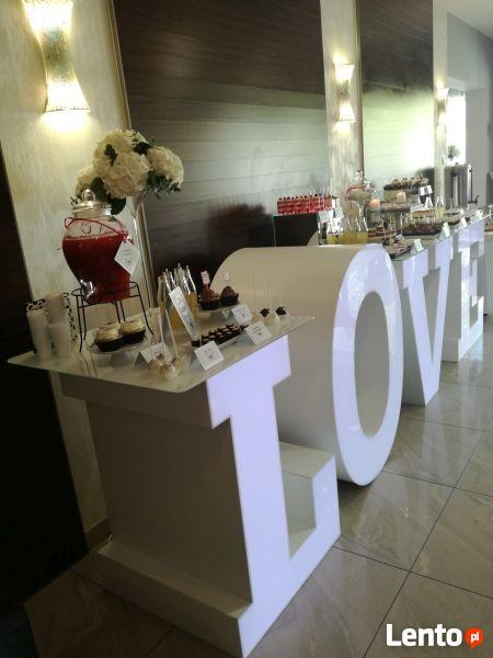 Wynajem fontanny czekoladowej, stół LOVE