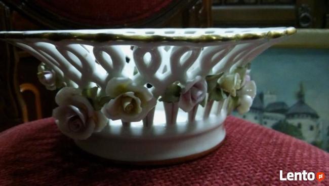 koszyczek porcelanowy z kwiatami