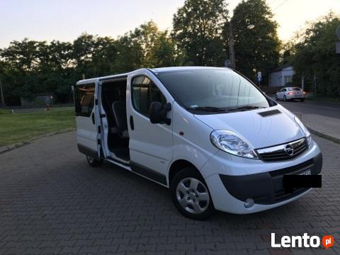Wynajem/wypożyczenie busa 9 osob. Opel Vivaro 2015 r.