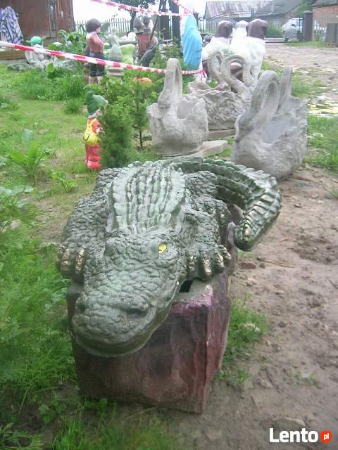 Krokodyl figurka oczko wodne fontanna rzeźba