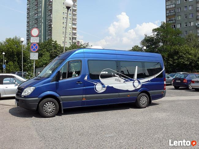 Transport busem osobowym