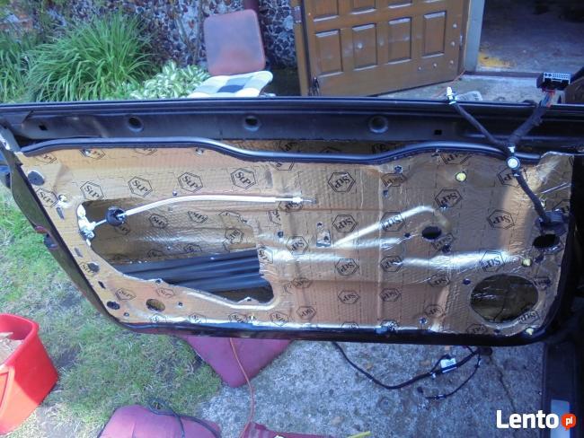 Wygłuszanie drzwi samochodowych matą bitumiczną
