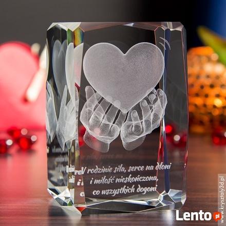 Serce na dłoniach 3D jako miłosny prezent na rocznicę ślubu