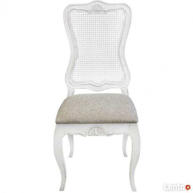 drewniane stylizowane krzesło z giętymi nogami