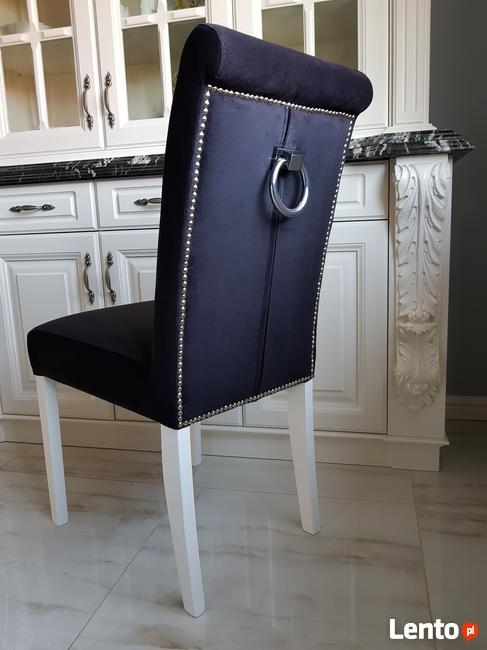 Krzesło nowe tapicerowane pikowane z ćwiekami i z  kołatką