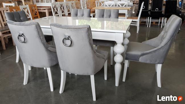 Krzesło tapicerowane białe pikowane z kołatką i z pinezkami