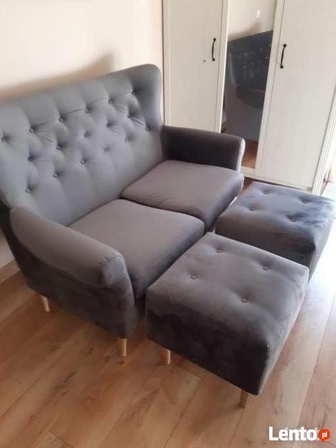 Sprzedam bardzo ładny nowy kpl. sofę i dwie pufy.