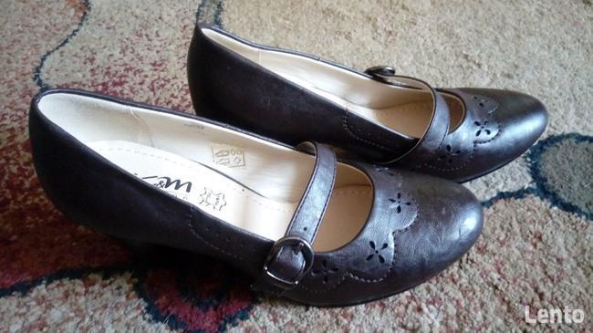 Buty damskie na pasku, nowe
