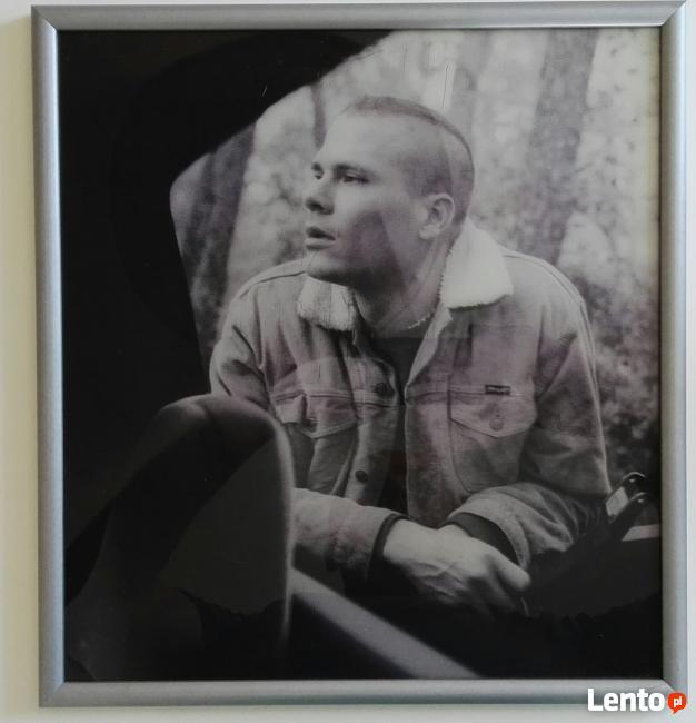 Artystyczne zdjęcia cz-b oprawione w ramki drewniane