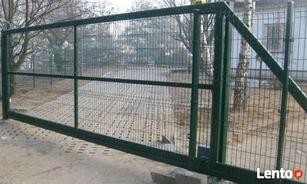 Brama przesuwna panelowa, wypełnienie panel 3D ocynkowany