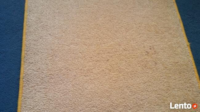 dywan owalny złoty 64 cm na 116,5 cm chodnik