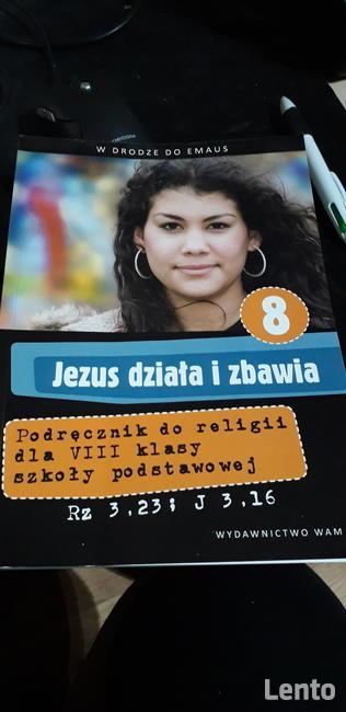 Podręcznik do religii Jezus zbawia i działa.