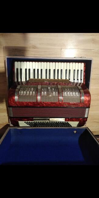 Sprzedam akordeon 120 ,,Rhythmus cztero-chórowy