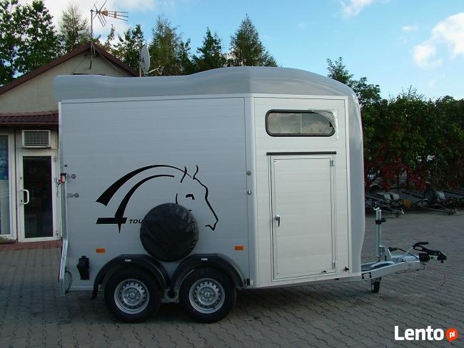 Przyczepa do przewozu koni z przednim wyjściem dla koni