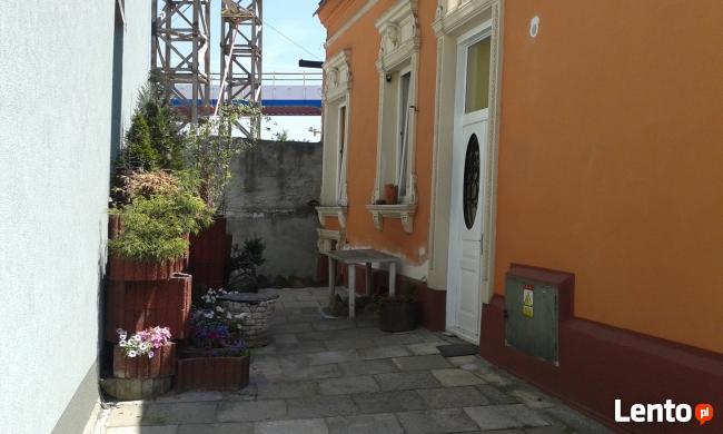willa w starym Podgórzu blisko Wisły i stacji autobusowej