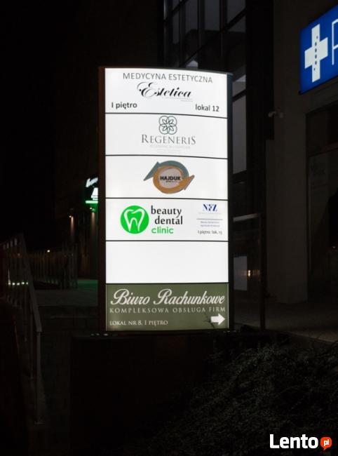 Pylon Reklamowy z podświetleniem LED
