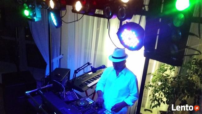 DJ, ProjekTon - muzyk, wodzirej, wokalista.