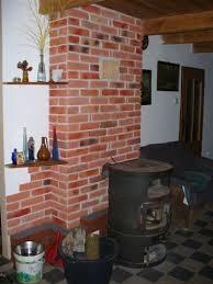 Orginalne płytki z cegły czerwonej i białej z XIX w.