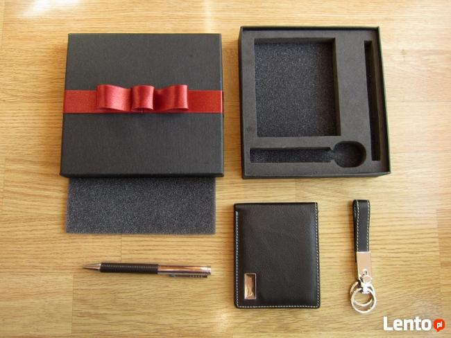 Komplet upominkowy elegancki portfel brelok, długopis czarny