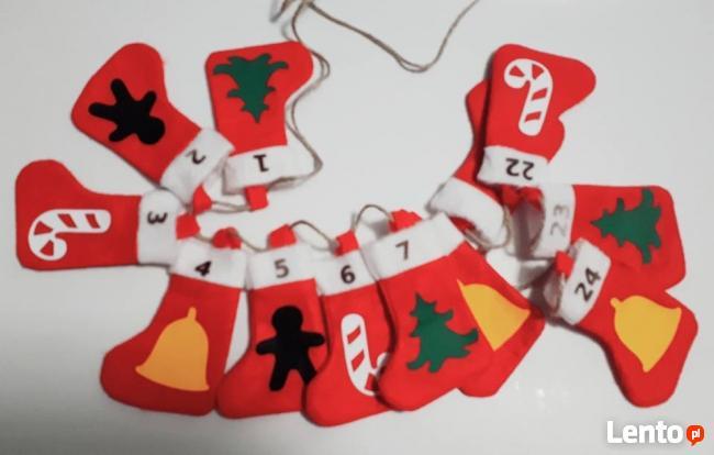 Kalendarz adwentowy skarpety z symbolami świąt, skarpetki św