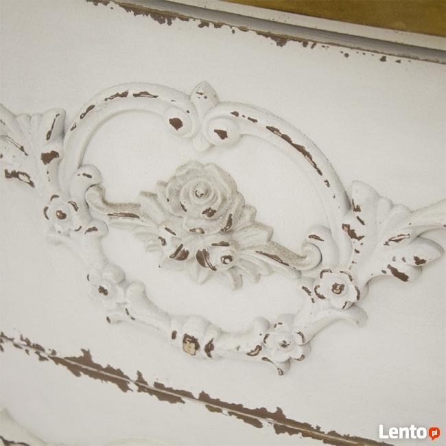 biała przecierana komoda stolik w stylu prowansalskim