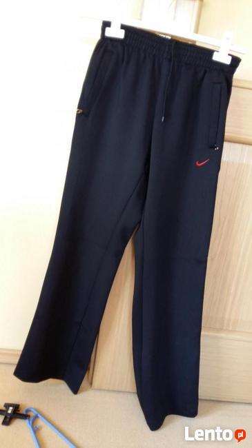 dres damski nowy czarny firmy Nike, rozmiar M