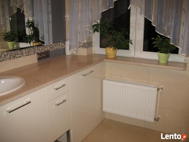 Schody kominki blaty kuchenne i łazienkowe marmur granit