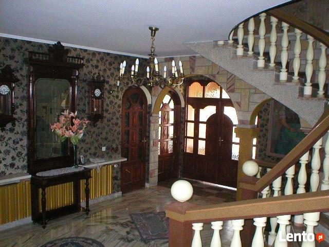 Wolnostojący dom typu rezydencja