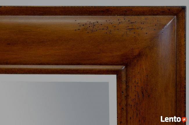 kolonialne stylizowane lustro w drewnianej ramie