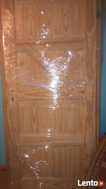 Nowe drzwi wewnętrzne sosnowe