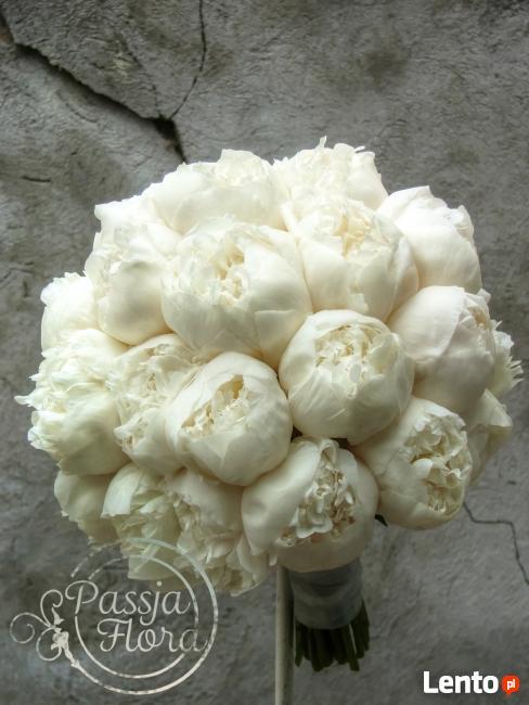 Bukiety ślubne z białych kwiatoów
