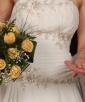 Piękna suknia ślubna z długim welonem