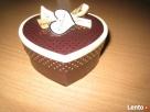 Pudełko ozdobne w kształcie serca.