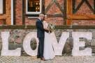 Świetlny napis love, drewniany – wynajem, Poznań