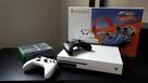 Xbox One S 500GB + 2 pady + 4 gry - 1