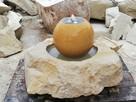 fontanna z kamienia naturalnego piaskowiec