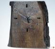 Zegar na starej desce dębowej. Kościerzyna