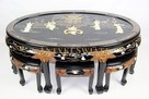 Orientalny stół z taboretami