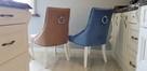 Wygodne nowoczesne krzesło tapicerowane z kołatką nowe - 2