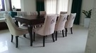 Pikowane tapicerowane krzesło z kołatką pinezkami ćwiekami - 3