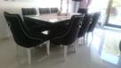 Pikowane tapicerowane krzesło z kołatką pinezkami ćwiekami - 4