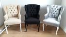 Eleganckie krzesło-fotel z pinezkami i kołatką pikowane
