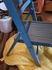 Bezpieczne drewniane krzesełko dla dziecka