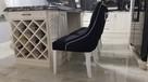 Krzesło tapicerowane białe pikowane z kołatką i z pinezkami - 8