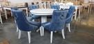 Krzesło tapicerowane białe pikowane z kołatką i z pinezkami - 5