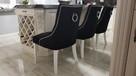 Wygodne nowoczesne krzesło tapicerowane z kołatką nowe - 6