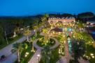 We Włoszech na południu Salerno jest kompleks turystyczny.