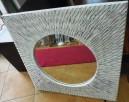 okrągłe lustro w białej stylizowanej kwadratowej ramie - 3