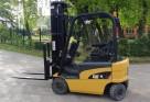 Używany wózek elektryczny CAT 1,6t maszt 5,5m